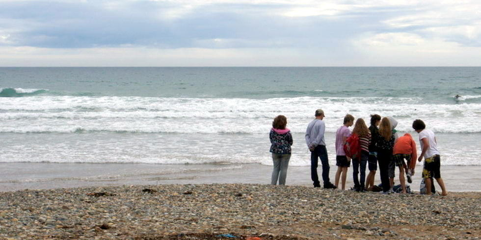 Schüler am Strand in Waterford